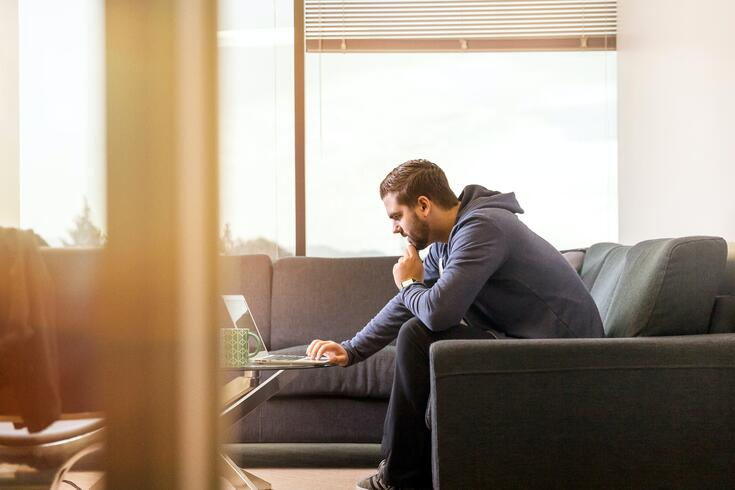 why-you-need-remote-work_blog_remote working man_220420